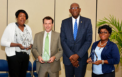 uvi presidential award group photo